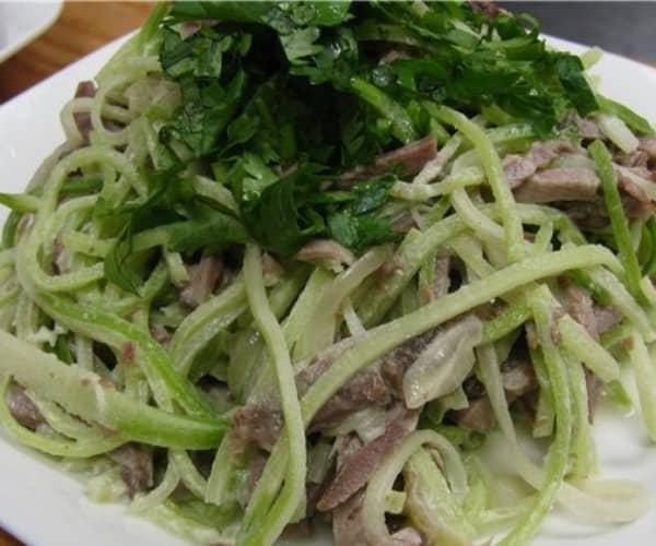 Салат с зеленой редькой и мясом